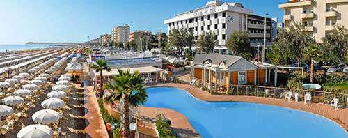 Club hotel riccione 3 stelle sul mare con piscina migliore hotel rimini riviera - Hotel sul mare con piscina ...
