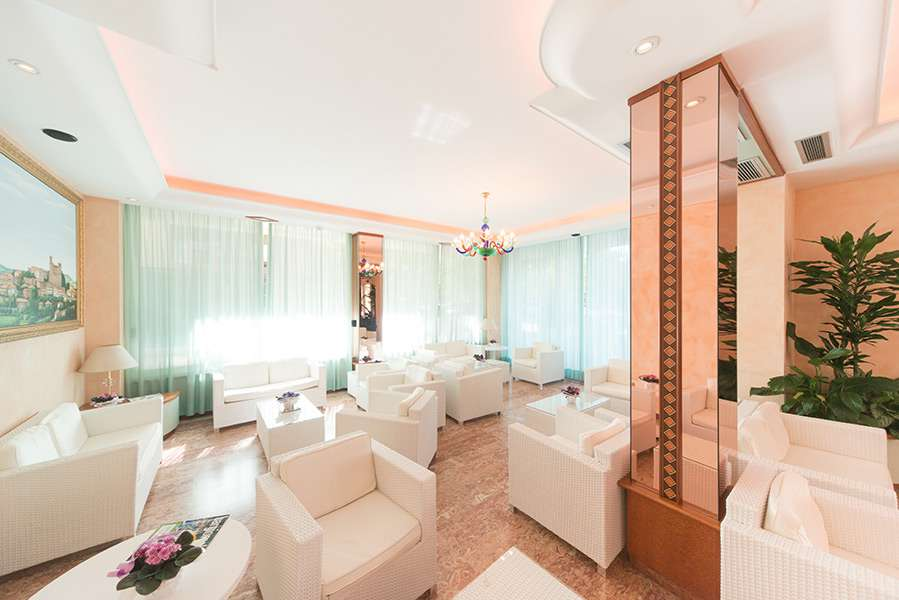 Hotel smeraldo di cesenatico 4 stelle con piscina per famiglie hotel rimini riviera - Hotel con piscina riscaldata per bambini ...