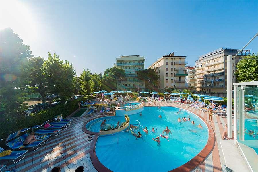Hotel smeraldo di cesenatico 4 stelle con piscina per famiglie hotel rimini riviera - Hotel cesenatico con piscina ...